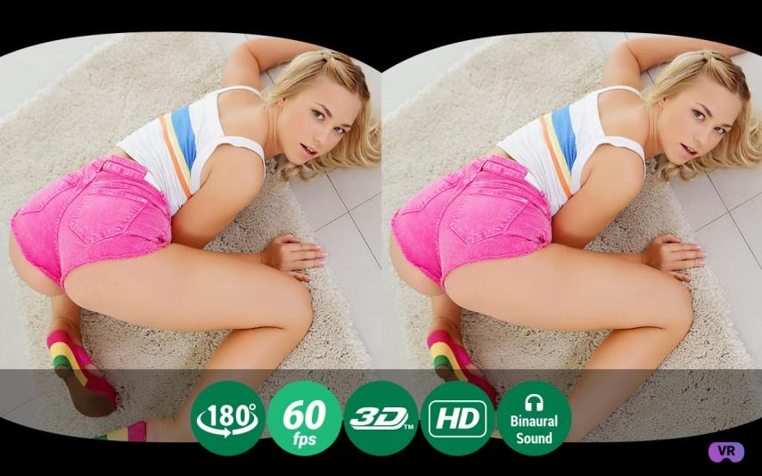 Hot Blonde Twerks Her Naked Ass